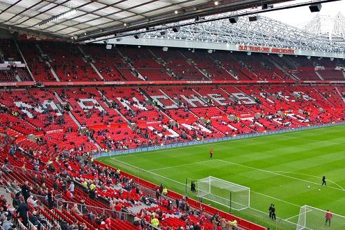 أندية إنجلترا تمنح الضوء الأخضر لعودة المشجعين