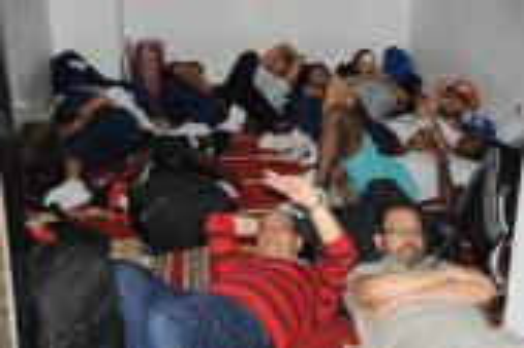 بعثة المغرب التطواني عالقة بمطار محمد الخامس بعد إلغاء رحلتها لطنجة