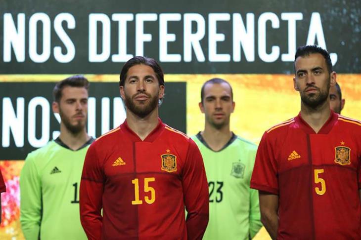 """إسبانيا تقدم رسميا قميص بطولة الأمم الأوروبية """"يورو 2020"""""""
