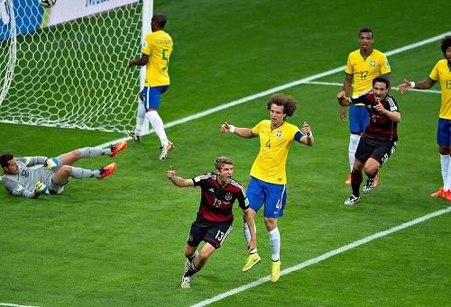 """شبح الهزيمة المذلة في """"مونديال"""" 2014 يُخيم على ودية البرازيل وألمانيا"""