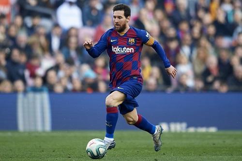 """الفار"""" ينقذ برشلونة أمام سوسييداد ويمنحها ركلة جزاء سجلها ميسي"""""""
