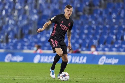 ريال مدريد الإسباني يؤكد إصابة لاعبه كروس