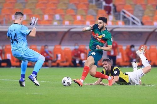 إشادة كبيرة بالمغربي وليد أزارو بعد مستواه أمام الاتحاد في الدوري