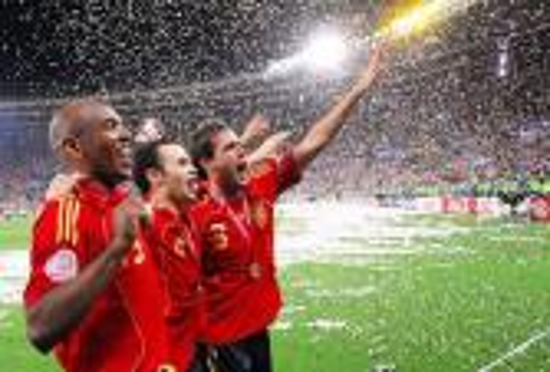 بيكنباور يَكتب: إسبانيا حاليا هي الحاكم الشرعي لكرة القدم على مستوى أندية أوروبا