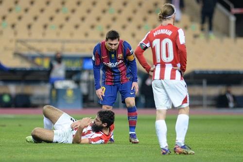برشلونة يقرر الطعن على إيقاف نجمه الأرجنتيني ميسي مباراتين