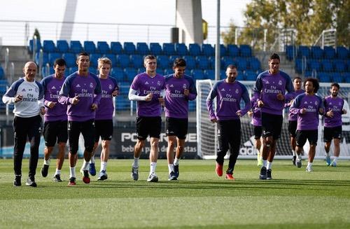 زيدان يحذر لاعبي ريال مدريد من التهاون أمام الفريق البولندي في دوري الأبطال