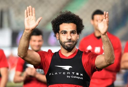 برشلونة يحضر عرضا لا يرفض لضم محمد صلاح من ليفربول الصيف المقبل