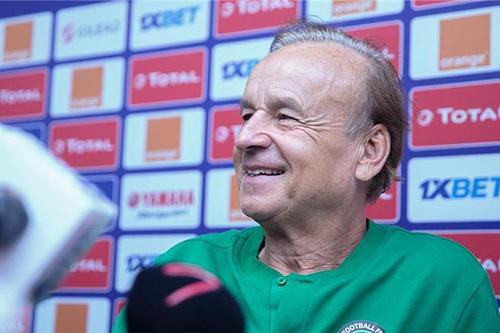 مدرب نيجيريا: شربنا من نفس كأس جنوب إفريقيا