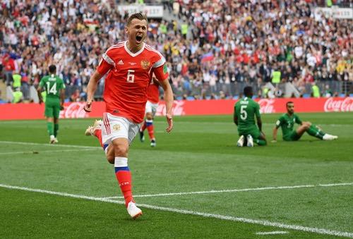 """""""الدّب الروسي"""" يدّك شِباك المنتخب السَعودي بِخماسية في افتتاح مباريات كأس العالم"""