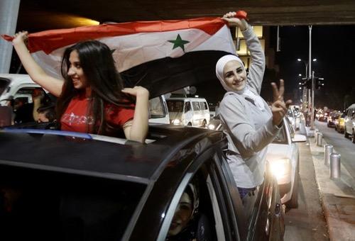 من وسط الحرب والدمار.. السوريون يعيشون حلم التأهل لمونديال روسيا