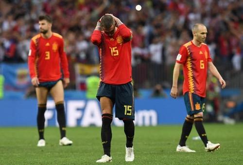 """صحافة إسبانيا تنتقد الأداء """"السطحي والمحافظ"""" للماتادور وتأسف لوداع المونديال"""