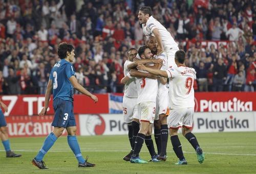 """أشبيلية يهزم ريال مدريد بثلاثية في غياب أغلب نجوم """"الملكي"""""""