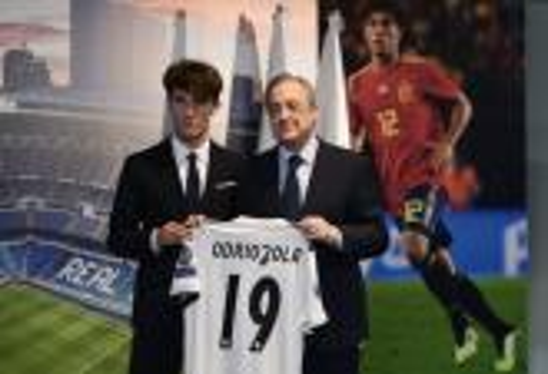 """فلورنتينو بيريز: سندعم ريال مدريد بلاعبين عظماء.. """"المَلكي"""" يعرف ما يريد !"""
