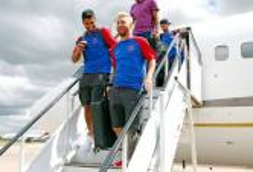 ميسي يعود لتدريبات برشلونة وسط حالة ترقب لتجديد تعاقده مع النادي