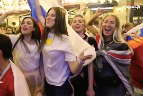 فرحة الروس بفوز منتخبهم