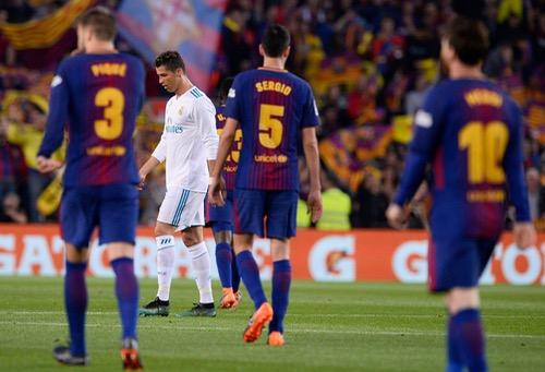 برشلونة بعشرة لاعبين يتعادل مع الريال في ليلة وداع إنييستا بالكلاسيكو الإسباني