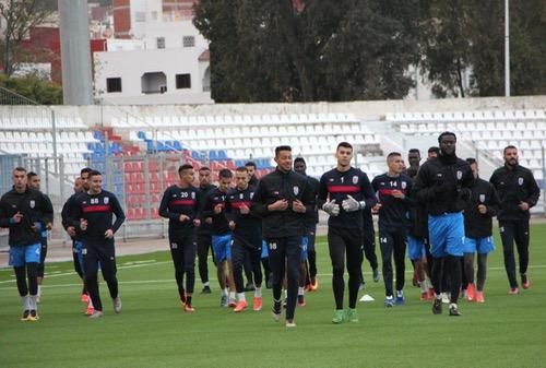 """صُحف الجمعة: """"زلزال"""" بالمغرب التطواني.. والوداد يتخلص من لاعبيه الأجانب"""
