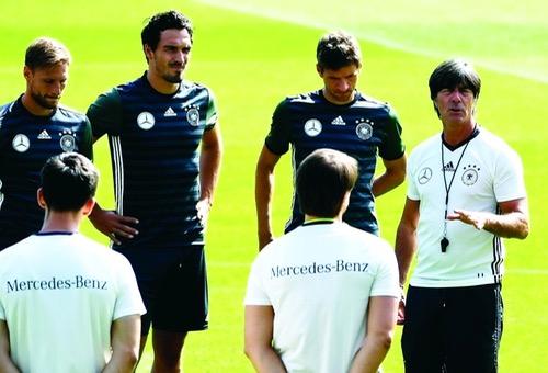 صراع الكبار يصيب مدرب ألمانيا بالحيرة لدى الإعلان عن قائمته الأولية لمونديال 2018