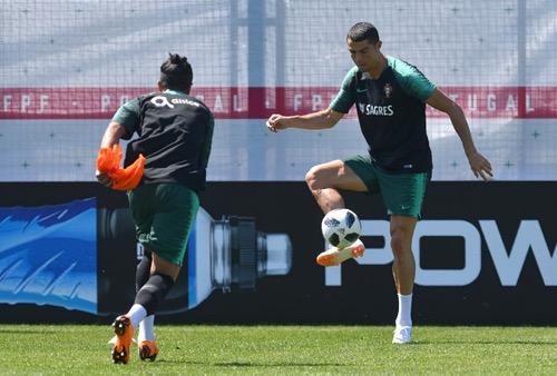 """بعد """"هاتريك"""" إسبانيا.. كريستيانو يعود للتداريب استعدادا لمواجهة المنتخب المغربي"""