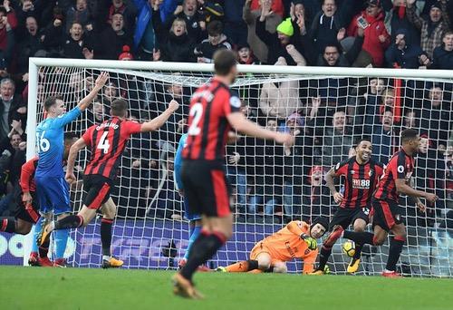 أرسنال يواصل الترنح ويسقط أمام بورنموث بثنائية في الدوري الانجليزي