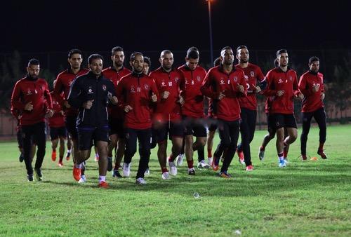 صُحف الجمعة: إدارة الأهلي المصري تمنع على لاعبي الفريق الهواتف النقالة قبل مباراة الوداد
