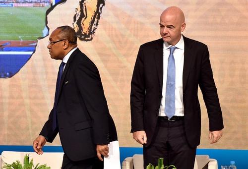 """صَُحف الخميس: رئيس الـ FIFA يدخل في """"جدل"""" مع رئيس الكاف بسبب تسييس كرة القدم"""