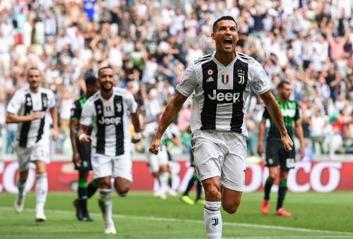رونالدو يفتتح ماكينة أهدافه مع يوفنتوس ويقوده للعلامة الكاملة بالدوري الإيطالي