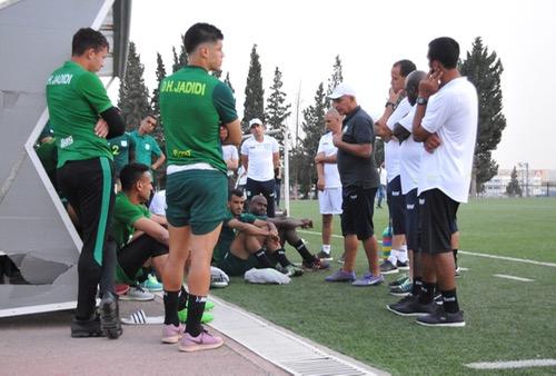 الدفاع الجديدي يجري أول حصة تدريبية بالجزائر.. والطاوسي يَزور الفريق بالفندق