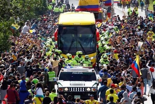 """آلاف الكولومبيين يستقبلون لاعبي """"لوس كافتيروس"""" بعد مشاركتهم في المونديال"""