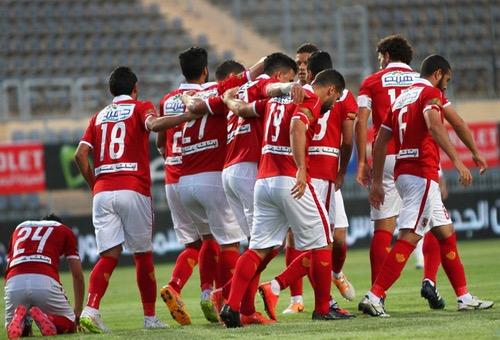 """الأهلي يتربص بـ""""الذئاب"""" والزمالك يخشى الطلائع بالدوري المصري لكرة القدم"""