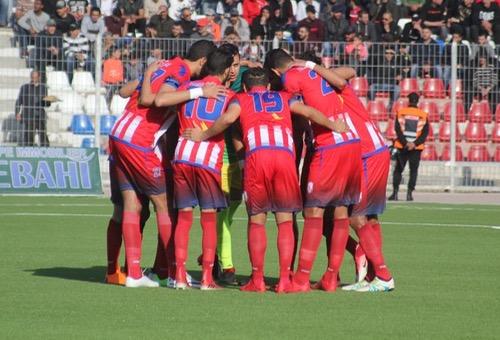 صُحف الجمعة: لاعبو المغرب التطواني يحتجون على المجالس المنتخبة بحمل شارات سوداء