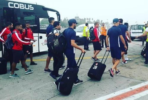بعثة الوداد تَصل إلى سطيف بعد رحلة خاصة.. و20 لاعبا يُحضّرون لنزال الفريق الجزائري في العصبة