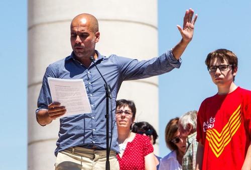 وزير الرياضة الإسباني: رأي غوارديولا في السياسة يشبه رأيي في الفيزياء النووية