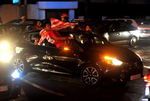 صُحف الاثنين: احتفالات جمهور الوداد بالتتويج تتسبب بـ 60 حادثة سير في الدار البيضاء
