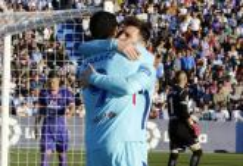 سواريز يستعيد ذاكرة التهديف ويقود برشلونة لسحق ليغانيس في الدوري الإسباني