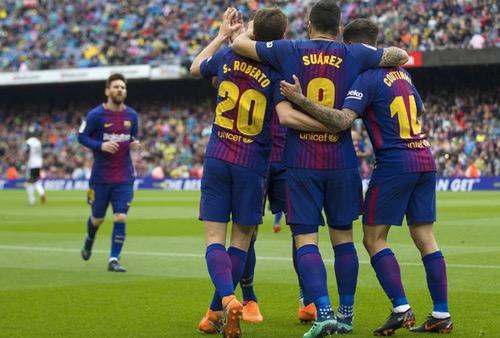 برشلونة ينفض غبار الكبوة الأوروبية بالفوز على بلنسية في الدوري الإسباني