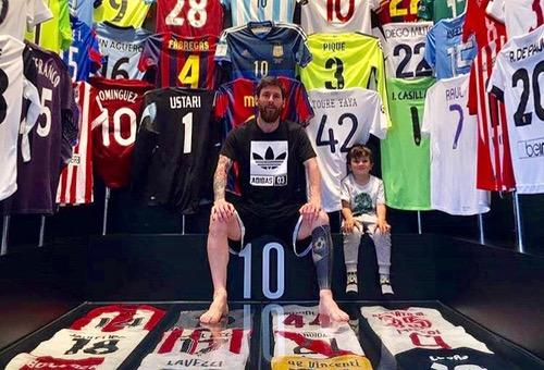 """ميسي يحتفظ بقميص العربي في خزانة """"النّجوم"""".. والأخير: شكرا أخي.. أنتَ المَلك!"""