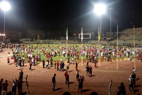 وفاق سطيف الجزائري يواجه خطر الاستبعاد من دوري الأبطال بسبب شغب جماهيره