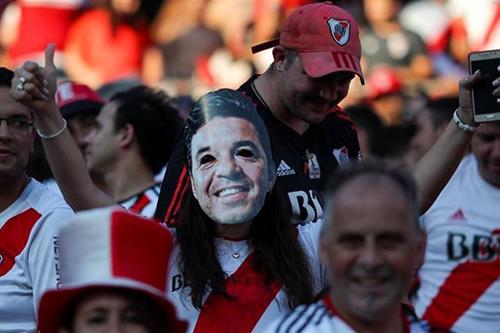 الأرجنتين تمنع عشرات  الأولتراس من الملاعب