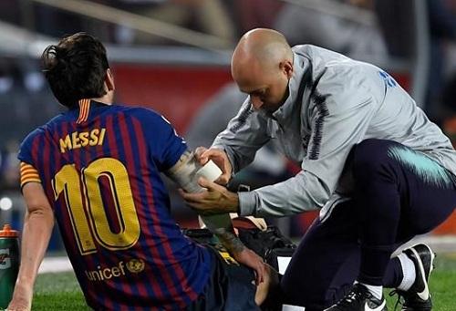 """برشلونة يسحق إشبيلية برباعية في """"الليغا"""" رغم خروج ميسي مصابا"""