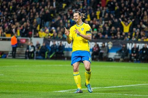 مدرب السويد يتحدث إلى إبراهيموفيتش بشأن عودته إلى صفوف المنتخب الوطني