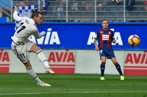 هزيمة مدوية لريال مدريد أمام إيبار بثلاثية نظيفة في الدوري الإسباني