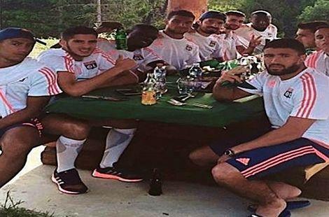 هكذا تنازل لاعبون جزائريون عن الصوم مقابل لحم مشوي وجرعة ماء