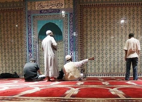 البرازيل تساعد الإيرانيين على الصلاة في المونديال