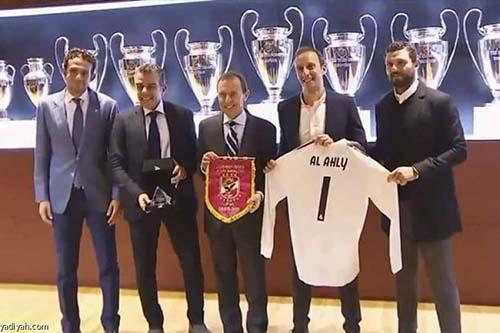 وفد من الأهلي المصري يزور ريال مدريد الإسباني