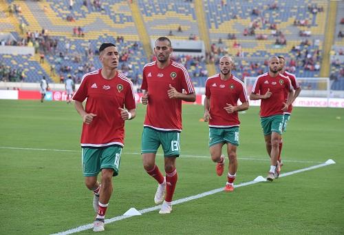 """مباراة المغرب والكاميرون بـ""""دونور"""" تُعلّق صِيانة العشب.. والجامعة: ترخيص استثنائي"""