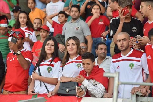 """الجمهور: فوز """"الأسود"""" """"مسروق"""".. والصّحافة: المغرب نَجا من فخ التعادل"""