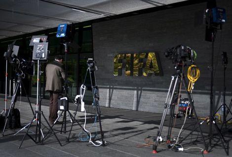 الفيفا يلغي مؤتمرا صحفيا لبلاتر ويعلن موعد كأس العالم في قطر