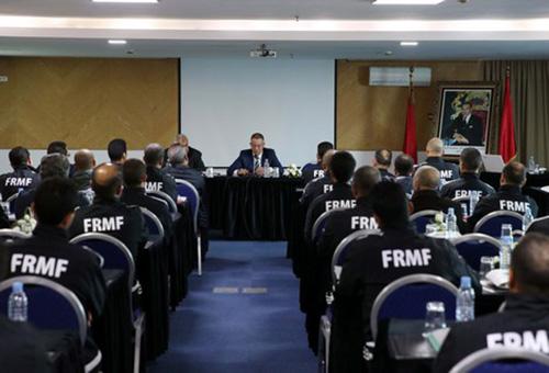 """""""الفيفا"""" يمنح الشارة الدولية لـ14 حكما مغربيا"""