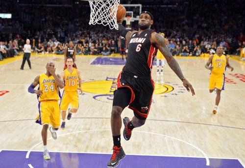 """""""الملك"""".. ليبرون جيمس يستعد لصناعة تاريخ جديد في دوري السلة الأمريكي"""